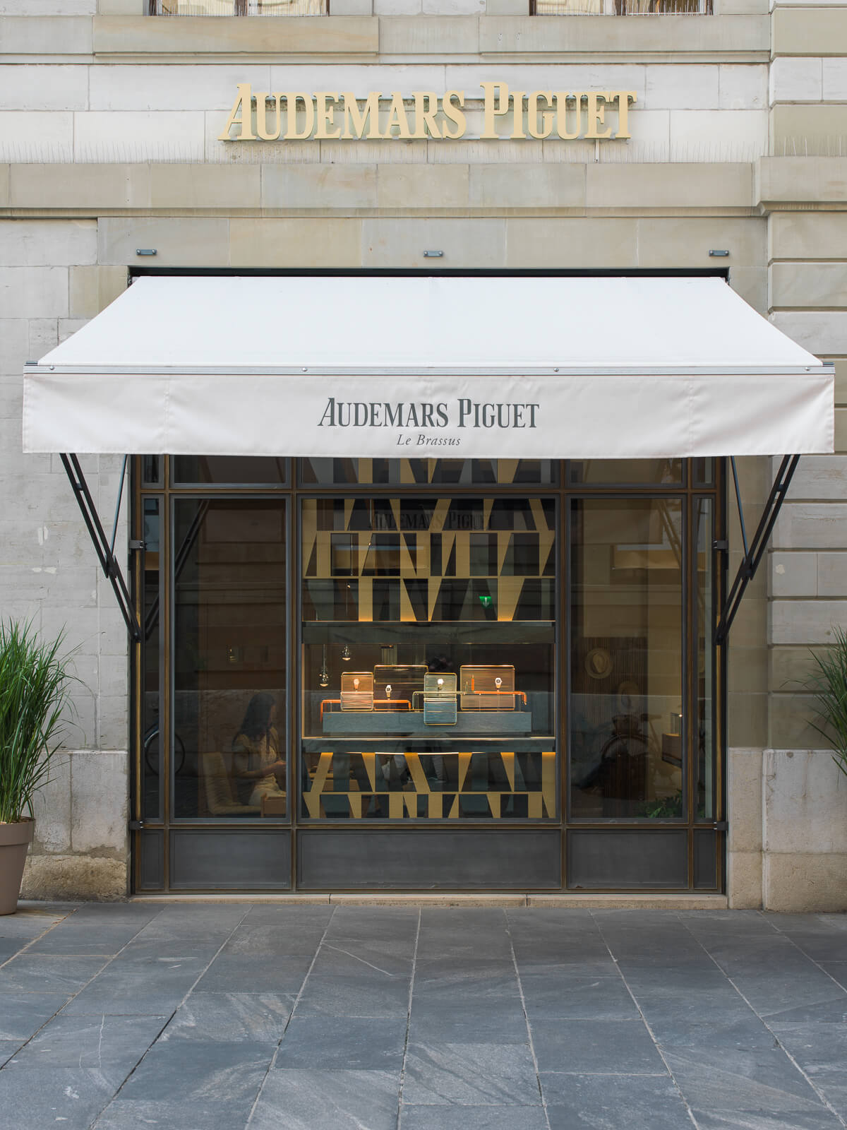 audemars-piguet-window-display-front