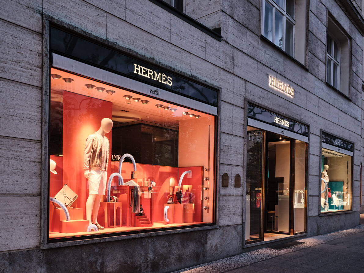 hermes-window-display-spring19-1
