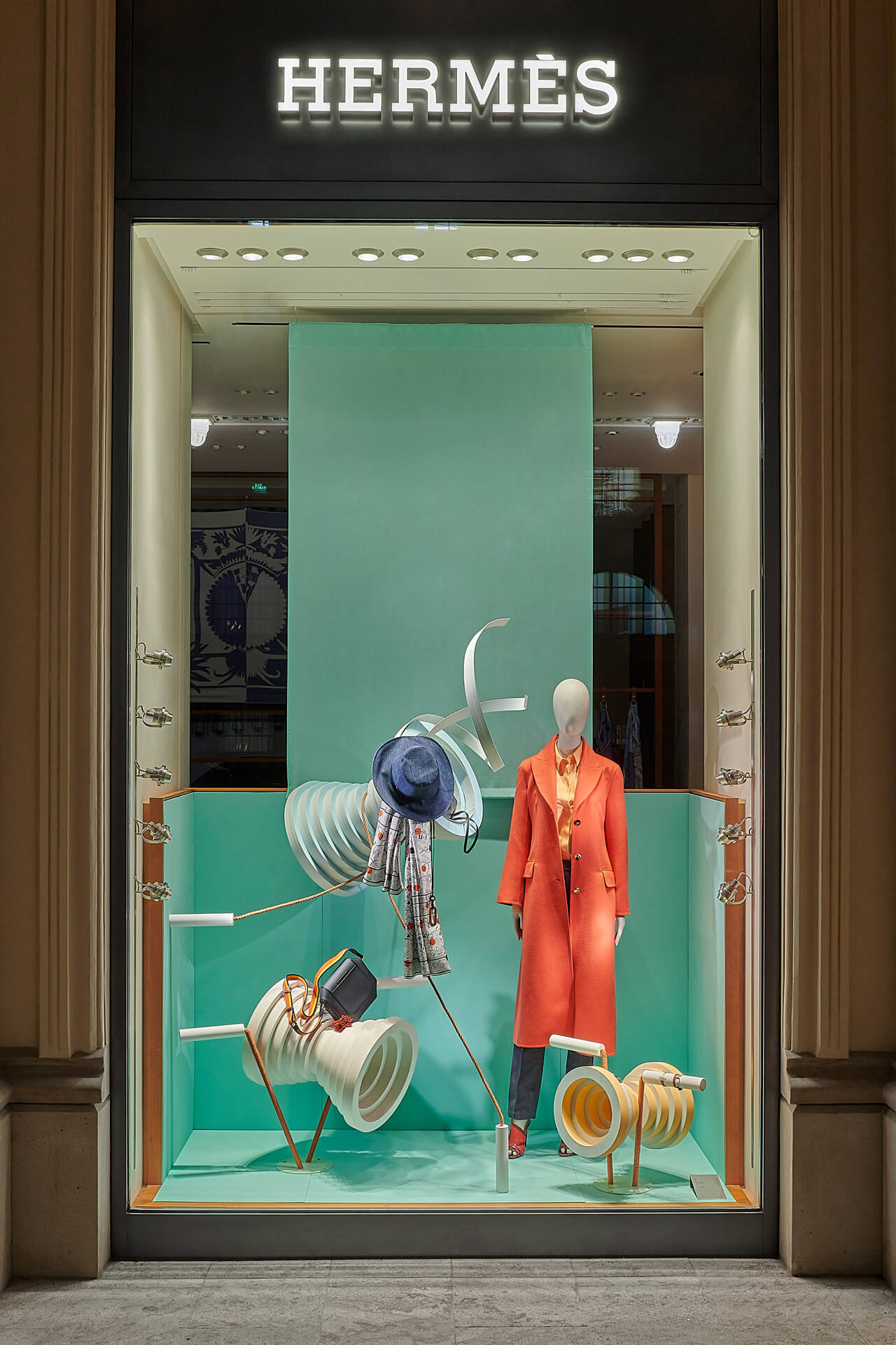 hermes-window-display-spring18-1